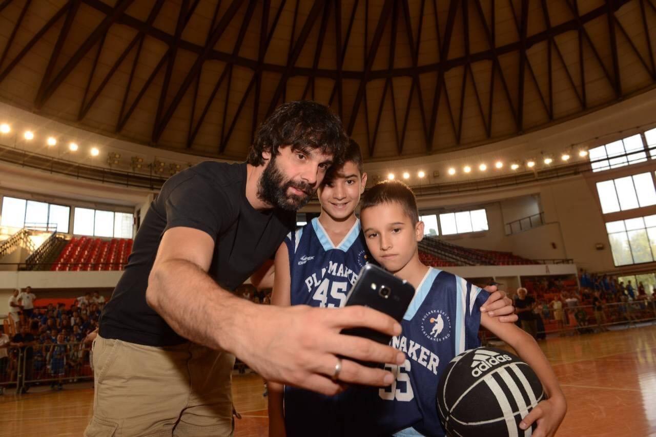 Бобан Марјановић и Милош Теодосић са обреновачким кошаркашима