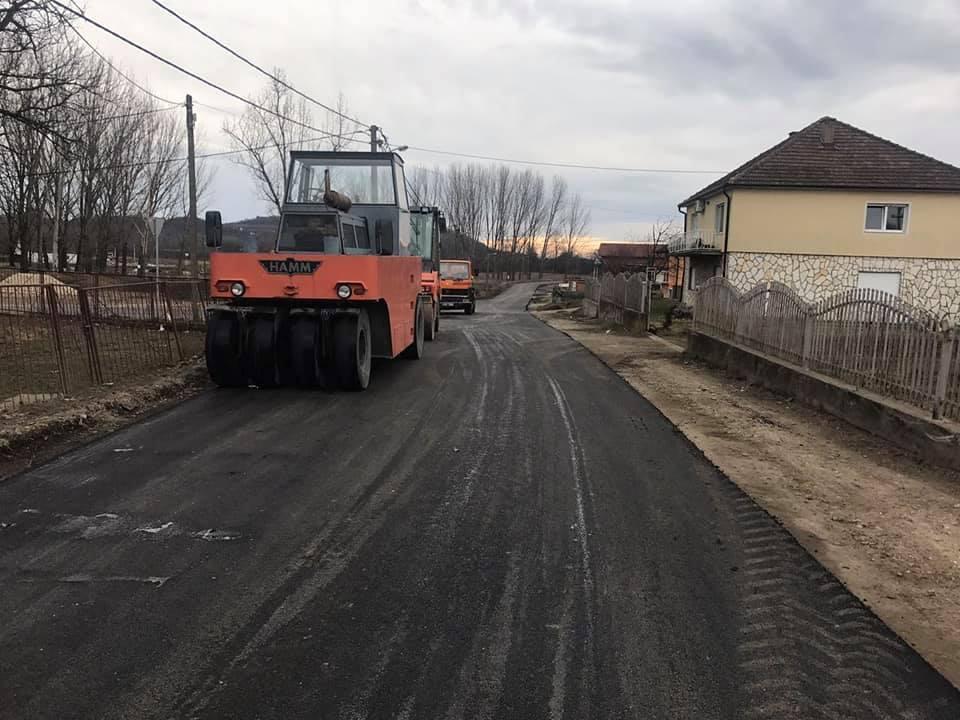 Реконструкција путева у Белом Пољу