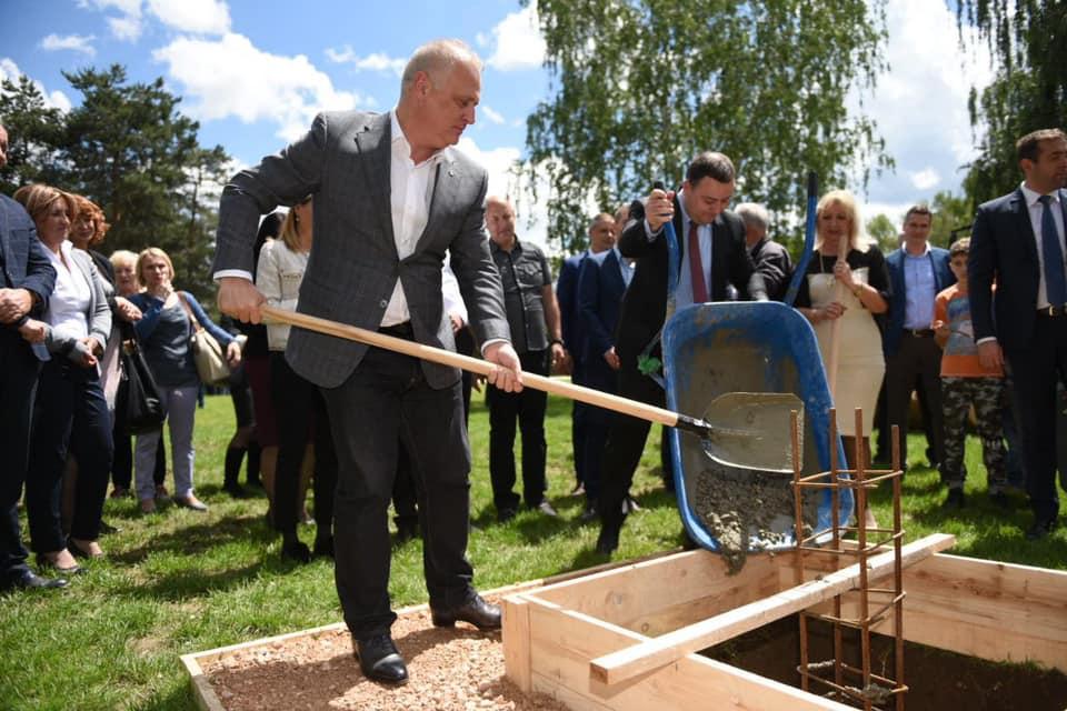 Положен камен темељац за нову школу и фискултурну салу у Звечкој