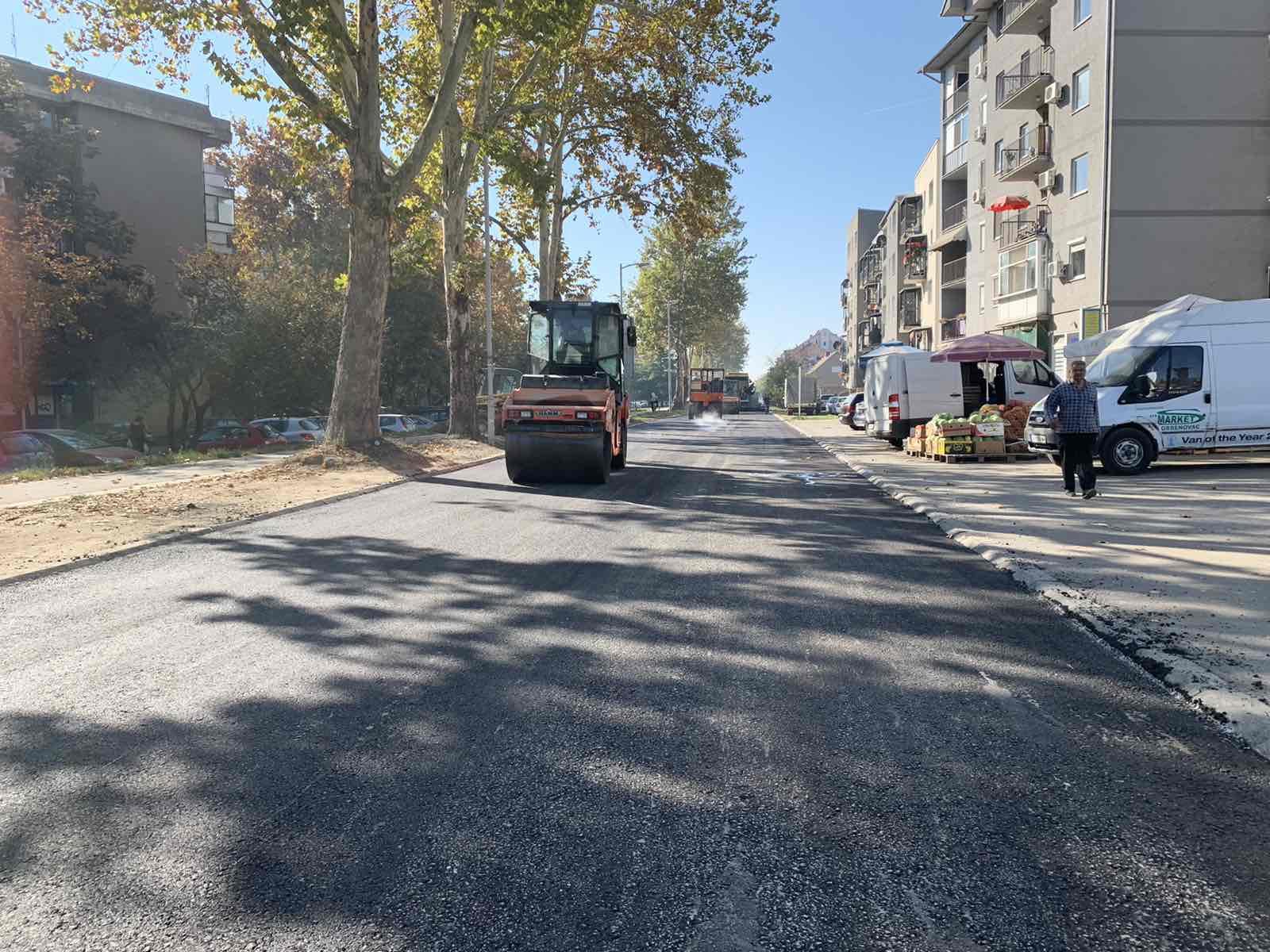 У току асфалтирање Улице Ђачког батаљона