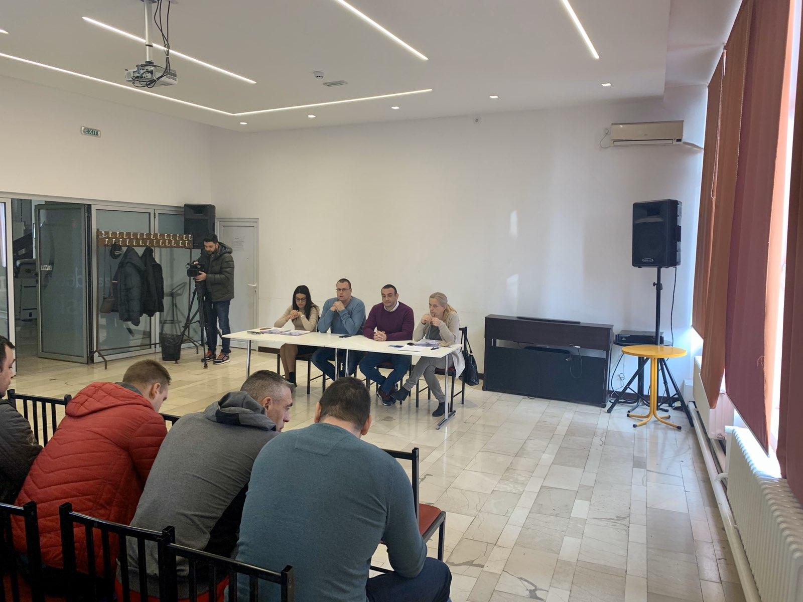 """Потписани уговори са обреновачким спортским клубовима у оквиру програма """"Еко динар"""""""