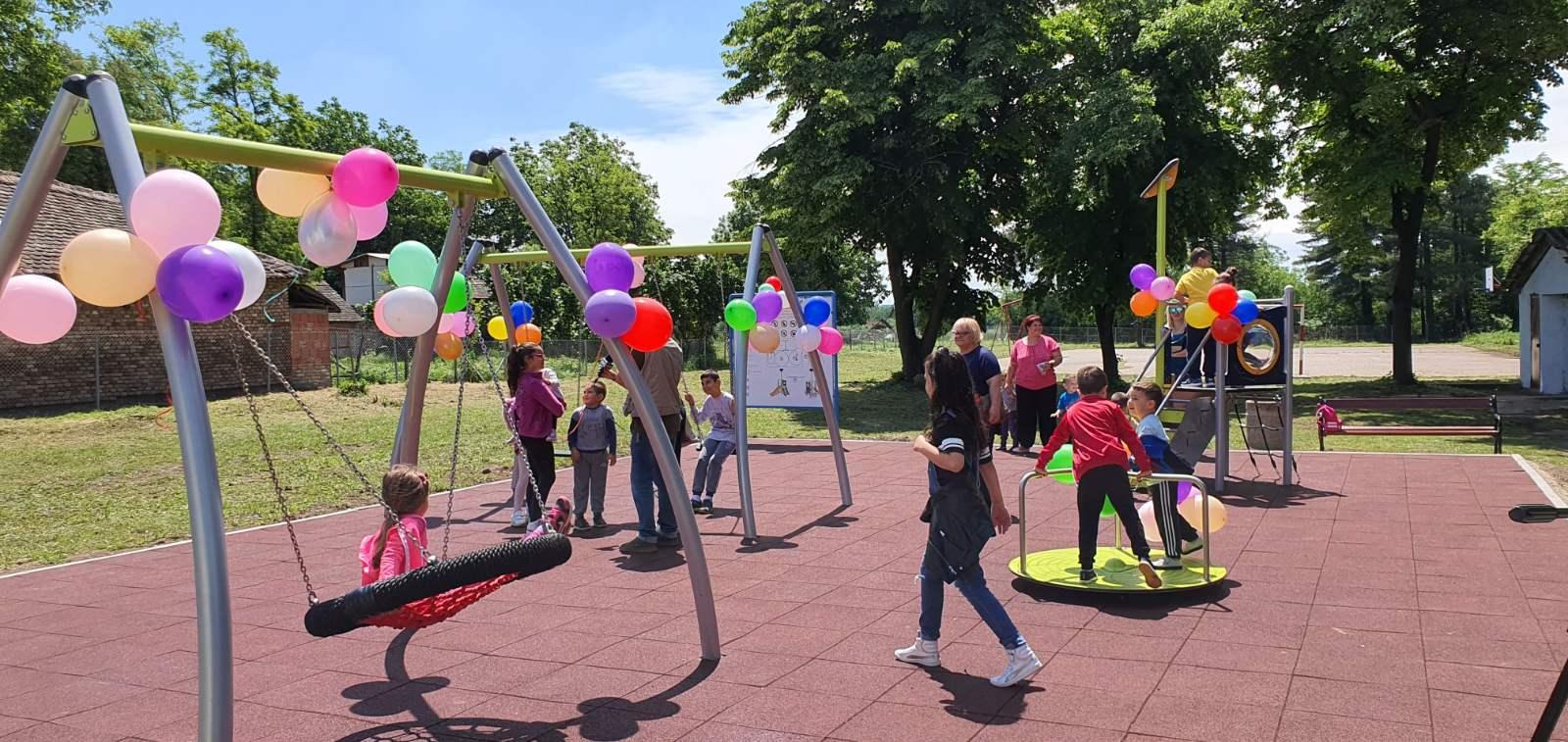 Отворено ново дечије игралиште у месној заједници Забрежјe
