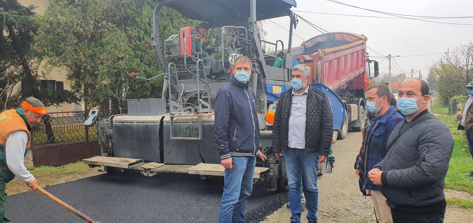 У току су радови на асфалтирању Улице Гробљанске